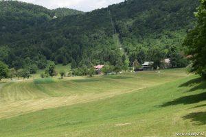 V dolini tihi je vasica mala.